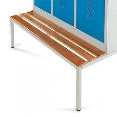 Untergebaute Sitzbank mit Buchenholzleisten