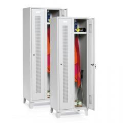 Garderoben-Stahlspinde im SET - SYSTEM SP 1 mit Füßen