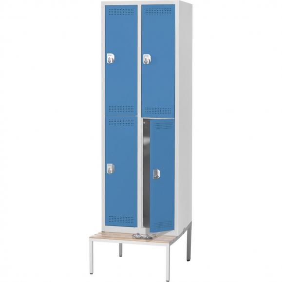 Doppelstöckiger Spind SP PROFI mit Sitzbank Lichtblau RAL 5012 | 4 | Drehriegelverschluss | mit untergebauter Sitzbank, Holzleisten
