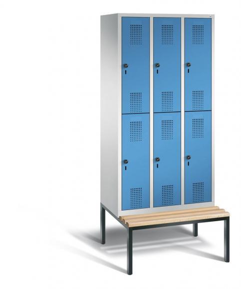Doppelstöckiger Garderobenspind EVOLO mit Sitzbank Lichtblau RAL 5012 | 300 | 6 | Lichtgrau RAL 7035