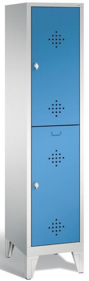 Doppelstöckiger Garderobenspind CLASSIC mit Füßen Lichtblau RAL 5012 | 400 | 2