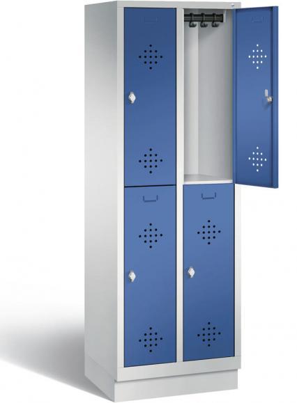 Doppelstöckige Garderoben-Stahlspinde CLASSIC, mit Lüftungslöchern und Sockel