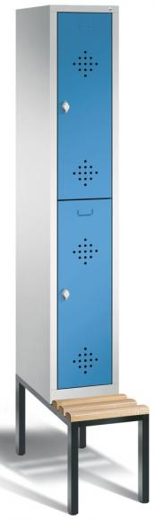 Doppelstöckiger Spind CLASSIC mit Sitzbank Lichtblau RAL 5012   mit untergebauter Sitzbank, Holzleisten   300   2