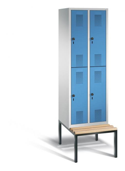 Doppelstöckiger Garderobenspind EVOLO mit Sitzbank Lichtblau RAL 5012 | 300 | 4 | Lichtgrau RAL 7035