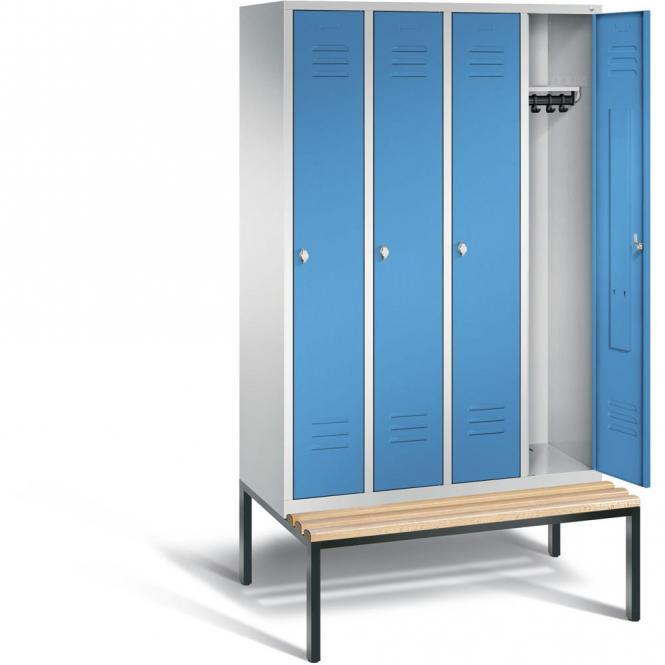 Garderobenspind CLASSIC mit untergebauter Sitzbank Lichtblau RAL 5012 | 300 | 4 | mit untergebauter Sitzbank, Holzleisten