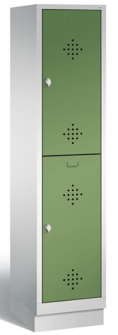 Doppelstöckiger Garderobenspind CLASSIC mit Sockel Resedagrün RAL 6011 | 400 | 2