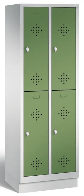 Doppelstöckiger Garderobenspind CLASSIC mit Sockel Resedagrün RAL 6011 | 300 | 4 | mit Sockel