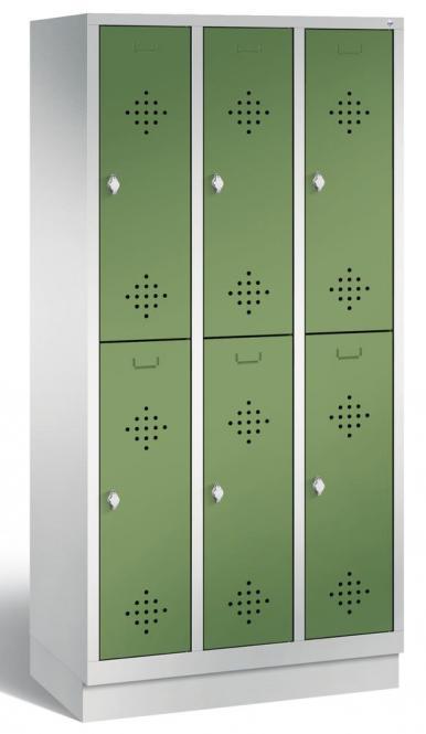 Doppelstöckiger Garderobenspind CLASSIC mit Sockel Resedagrün RAL 6011 | 300 | 6